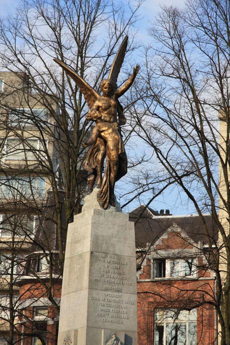 Monument aux Morts au square des Héros